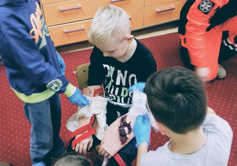 Nauka pierwszej pomocy w szkole podstawowej