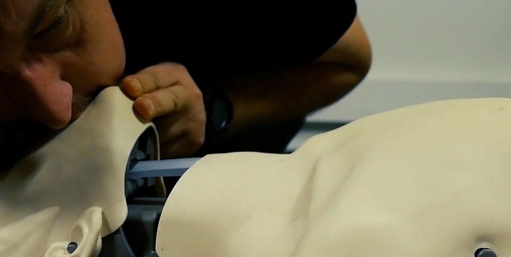 Pierwsza pomoc. RKO. Resuscytacja krażeniowo-oddechowa. Oddechy ratownicze.