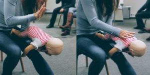 Pierwsza pomoc w zadławieniu niemowlaka. Kurs z pierwszej pomocy Wrocław. Szkolenie z pierwszej pomocy dla firm Wrocław.