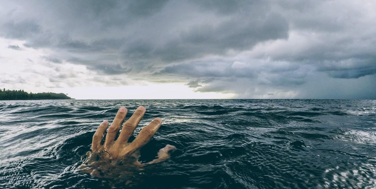 Pierwsza pomoc w podtopieniu. Jak pomóc tonącemu.