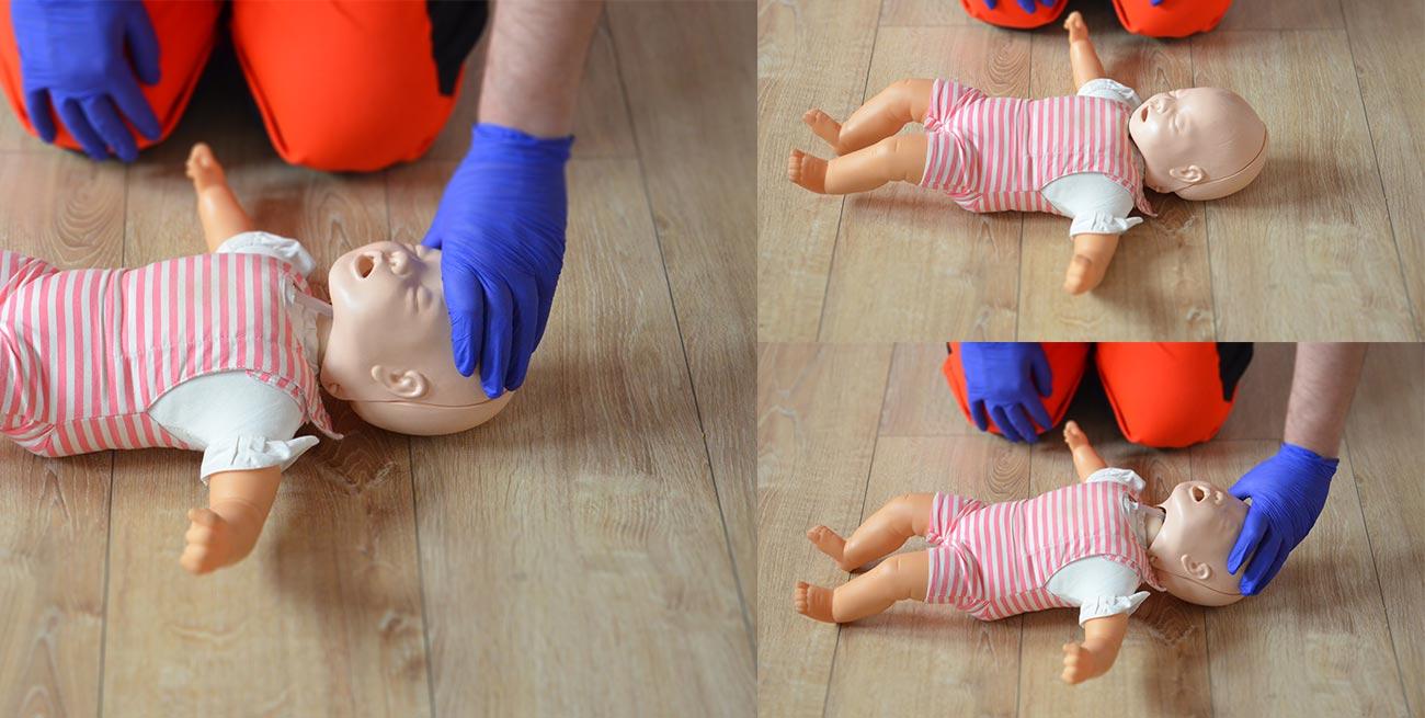 Udrożnienie dróg oddechowych u dzieci RKO dzieci resuscytacja dziecko pierwsza pomoc dziecko pomoc pediatryczna resuscytacja krążeniowo oddechowa kurs pierwszej pomocy dzieci Wrocław szkolenie z pierwszej pomocy dla rodziców
